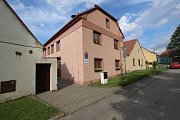 Lipí u Českých Budějovic, budova obecního úřadu a obecní knihovna. Ilustrační snímek