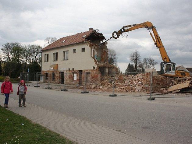 Bourání v Litvínovicích.