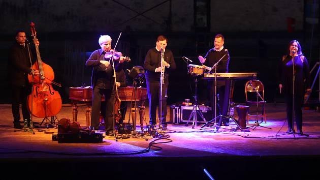 Múzy na vodě 2018 v Českých Budějovicích pokračovaly koncertem Hradišťanu a Jiřího Pavlici.