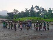 Tradiční ceremonie z oblasti Mt. Balbi u příležitosti zakončení našeho výzkumného projektu.