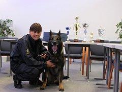 Praporčík Luboš Gric z jednotky v Lišově a jeho ovčák Lukas ovládli soutěž ve vyhledávání drog.