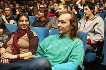 René Plášil besedoval s mladými lidmi v kině Kotva.