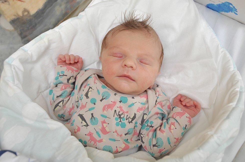 Hugo Švec ze Škůdry. Narození prvorozeného syna udělalo dne 6. 7. 2021 ve 13.15 hodin velkou radost rodičům Lence a Dušanovi Švecovým. Chlapec vážil 3040 g.