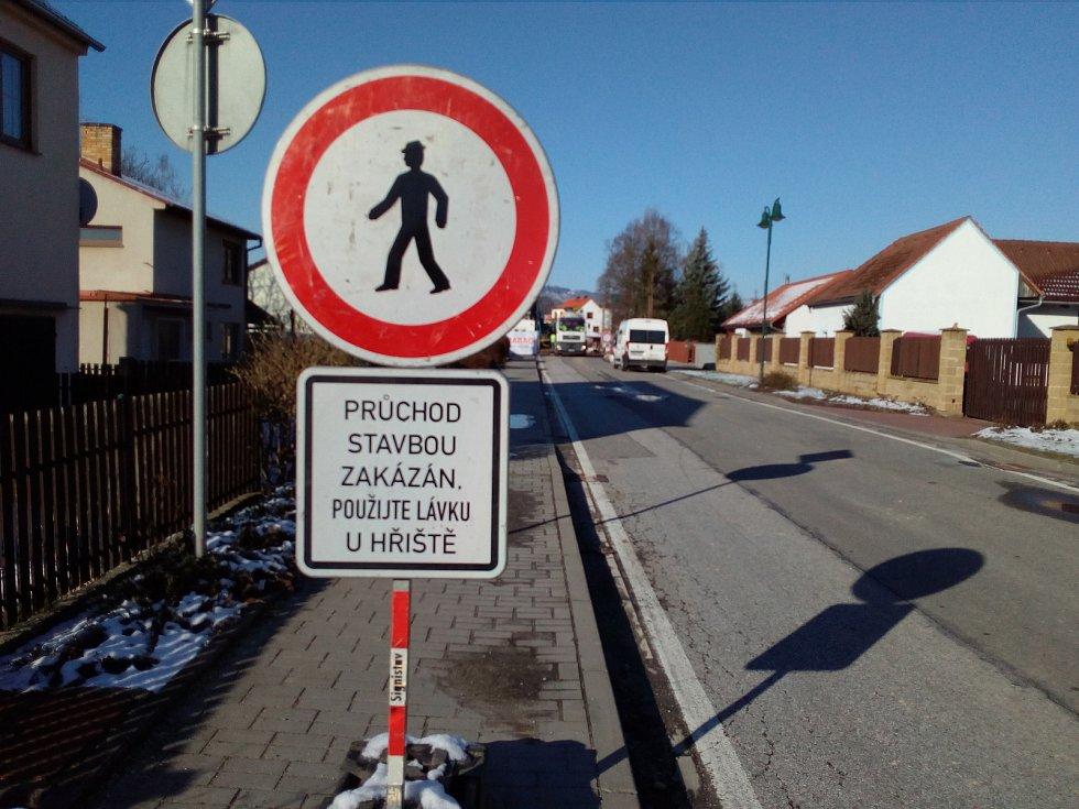 Uzavírka v Nových Homolích kvůli rekonstrukci mostu.