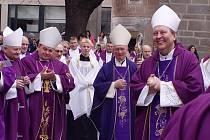 Biskupové přijeli na jih Čech před dvěma lety, kdy se v diecézi představil nový pomocný biskup Pavel Posád (vpravo).