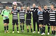 Petr Johana ( v popředí) si zahrál proti rezervě Kladna sedmdesát minut, poté jej vystřídal dorostenec Slušný.
