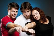 Beatfolková skupina Epydemye. Zleva Jan Přeslička, Mirek Vlasák a Lucie Vlasáková.