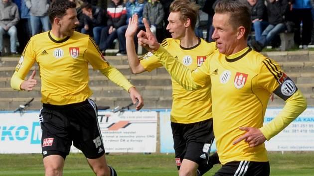 Petr Benát se v derby s Táborskem raduje ze své výstavní trefy. V neděli Dynamo hraje doma s Varnsdorfem (17).