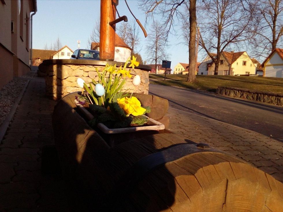 Květy a jiná jarní výzdoba na jihu Čech. Jankov.