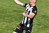 Benjamin Čolić se v zápase Dynama s Pardubicemi raduje ze svého gólu.
