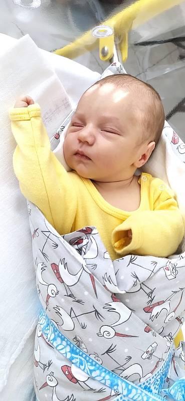 Šťastnými rodiči jsou od 8. 5. 2021 Klára a Marek Chudožilovi. V tento den v 19.16 h. přivítali na světě syna Olivera Chudožilova, vážil 3,40 kg. Žít bude ve Skalách. Foto: archiv rodiny