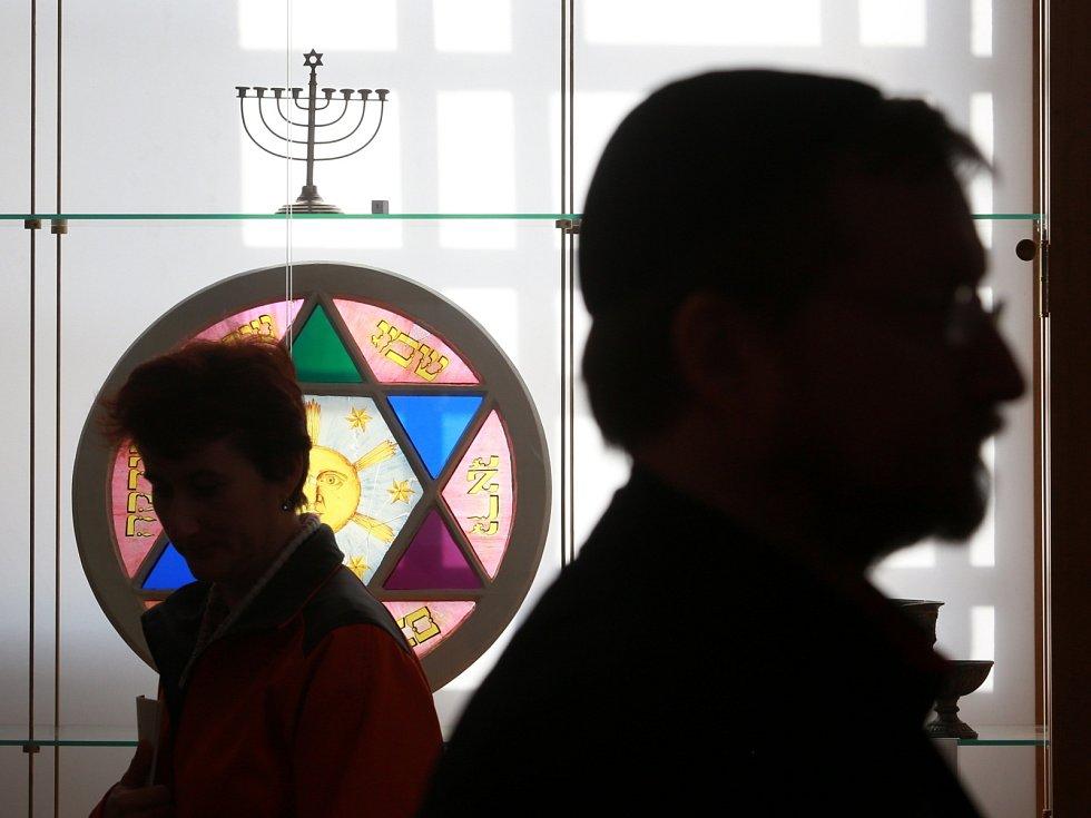 Po 22 letech skončila obnova synagogy ve Čkyni na Prachaticku, v níž se unikátně dochovala i tóra. Od dubna v ní bude vedle modlitebny sál pro společenské akce, infocentrum, knihovna i galerie. Náklady na záchranu památky činily asi dvanáct milionů.