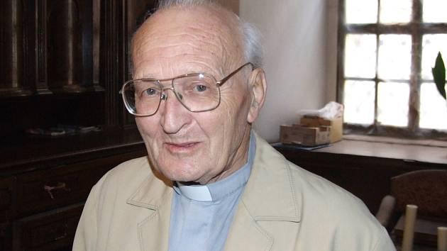 Poslední rozloučení s páterem Jaroslavem Karlem bude v úterý 26. března v 10 h ve farním kostele Narození Panny Marie v Klatovech.