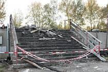 Požár ubytovny ve Lhenicích je i po čtvrt roce zahalen rouškou tajemství. Za dopadení žháře je nyní odměna.