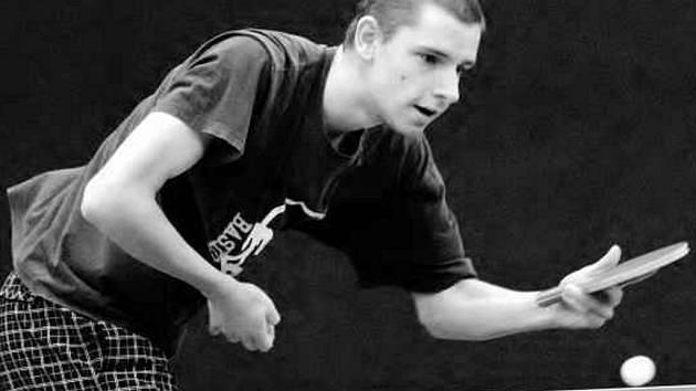 Petr Leština, slavojan působící druhým rokem v zahraniční, před rokem porazil ve finále singlu zkušenějšího Jana Jandu a do úzkého okruhu favoritů patří i tentokrát – pokud do herny Orla dorazí, protože v pátek večer má hrát soutěžní zápas.