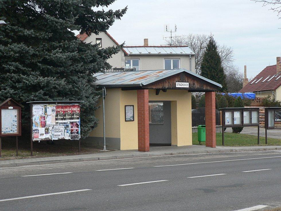 Silnice České Budějovice - Trhové Sviny vede přímo středem Strážkovic. Jihočeský kraj chystá stavbu obchvatu.