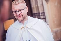 Jedenačtyřicetiletého kněze Marcina farníci milovali také pro jeho humor, otevřenost, dobrotu. Po jeho smrti se ve čtyřech osiřelých farnostech duchovní střídají.