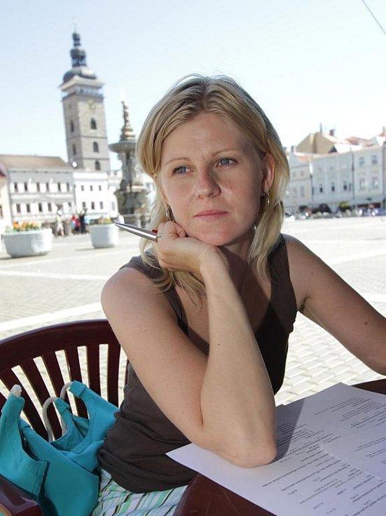 Do improvizované poradny se na téma odvykání kouření přišly  s Marií Tichákovou z Národní sítě podpory zdraví poradit desítky lidí. Byly mezi nimi i Božena Ondrášová a Martina Zachová (na snímku).