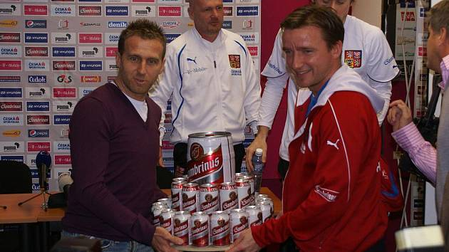 Karel Poborský dostal k narozeninám pivní dort