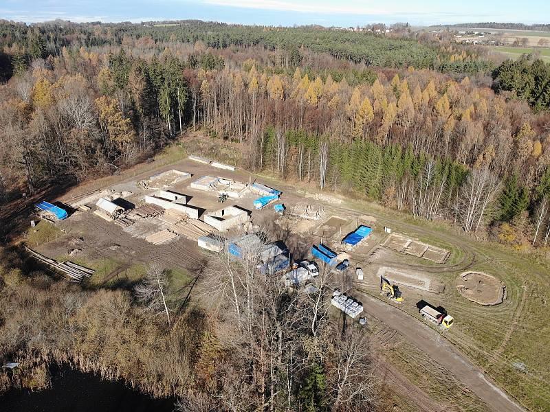 Fotodokumentace z výstavby Archeoskanzenu Trocnov za pomoci dronu 19. listopadu 2020