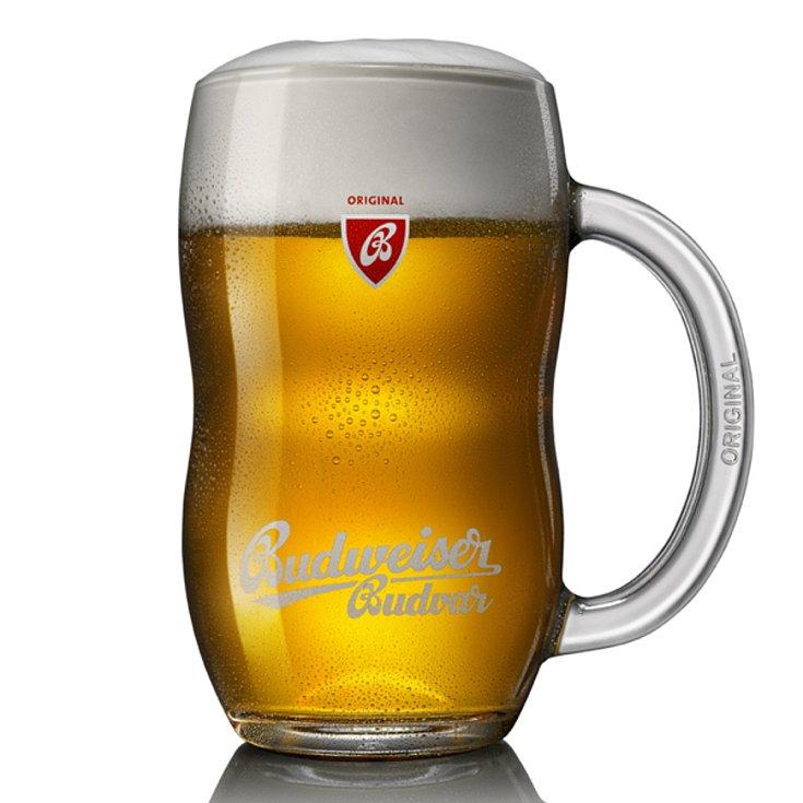 Pivo z produkce národního pivovaru Budějovický Budvar.
