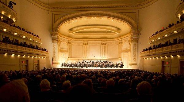 Několik Jihočechů, členů České filharmonie, si zahrálo při turné orchestru vUSA ve slavné Carnegie Hall (snímek).