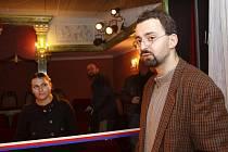 Kastelán Červené Lhoty Tomáš Horyna v novém zámeckém divadle. Hlediště pojme 30 diváků, plánují se komorní akce. Kastelán věří, že návštěvník tak získá ze zámku úplně jiný zážitek.