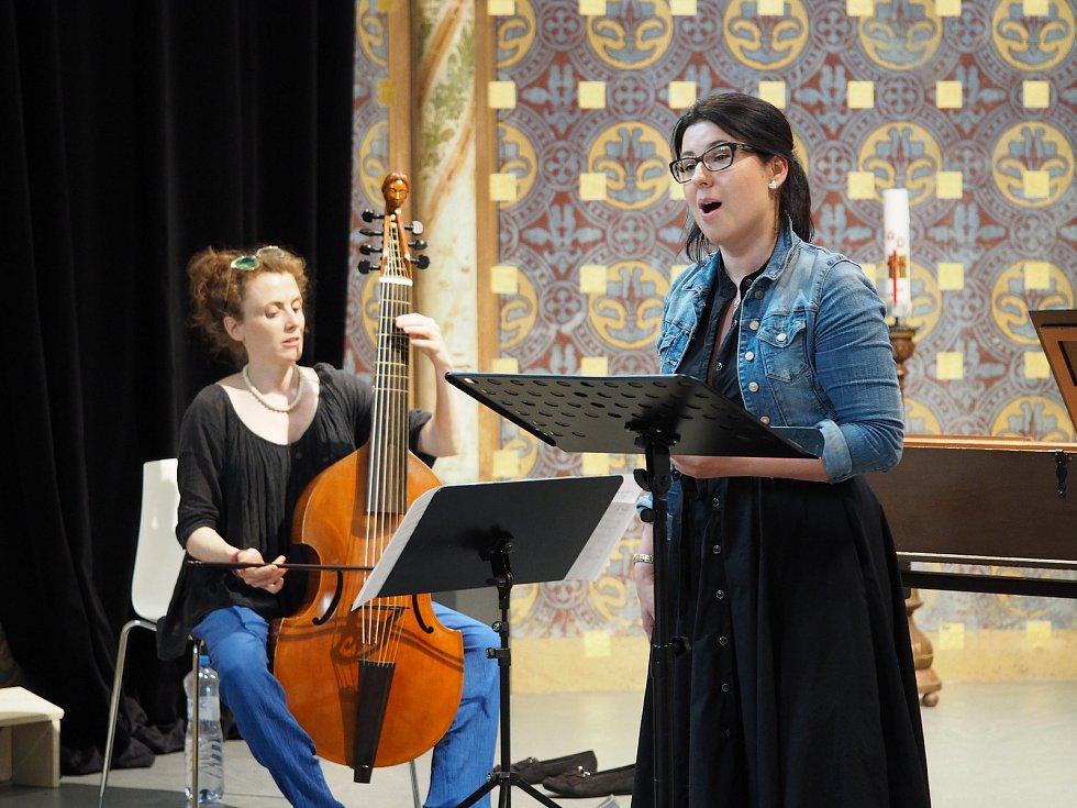 Hudba na soutoku, festival zaměřený na středověkou, renesanční a barokní hudbu, se odehrává v českobudějovických kostelích. Snímek z koncertu souboru Concerto Aventino.