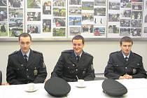 Policisté (zleva) Václav Švec, Tomáš Koblic a Vít Schwager obdrželi vyznamenání za záchranu života.