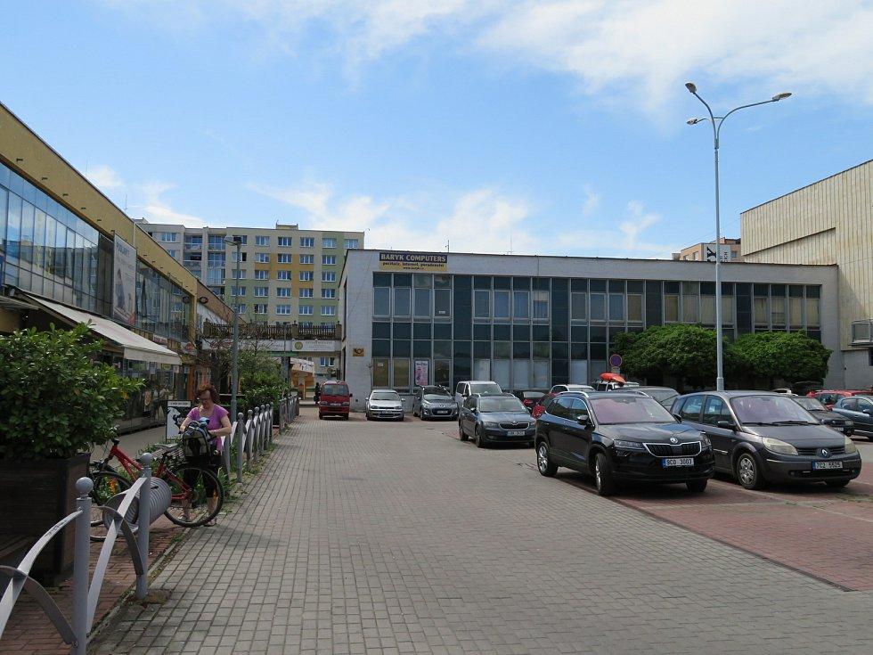 Zastupitelstvo rozhodlo, že kulturní dům na sídlišti Vltava město neprodá, ale raději opraví.
