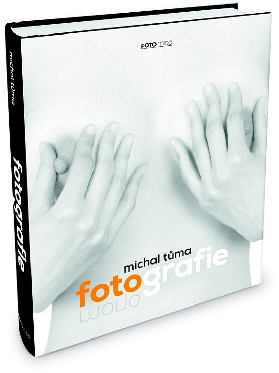 Fotograf Michal Tůma má monografii, která vyšla v prosinci 2014 v nakladatelství Foto Mida.