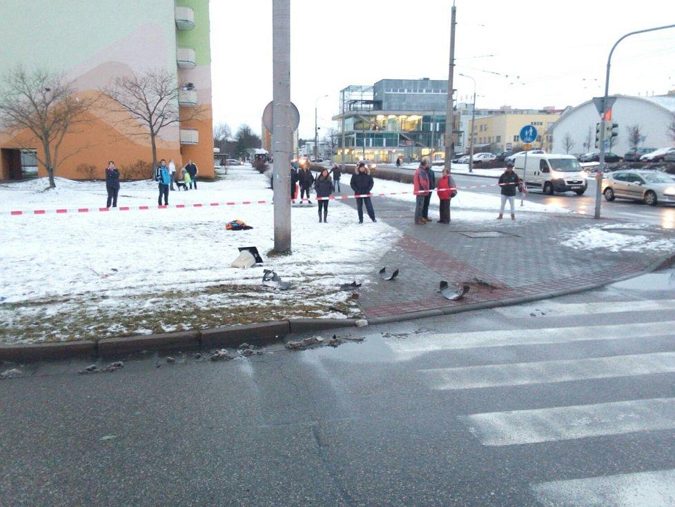 Při sobotní vážné dopravní nehodě na českobudějovickém sídlišti Máj se zranily čtyři děti.