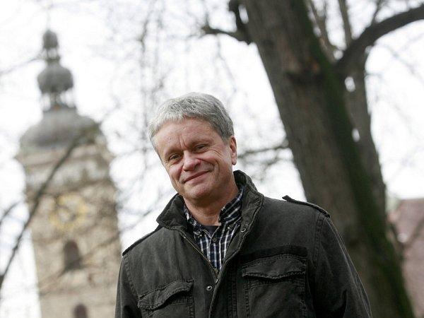 Jihočeská komorní filharmonie bude mít od 1.ledna 2014nového ředitele. Povede ji Otakar Svoboda (60), bývalý šéf kulturní redakce ČT.