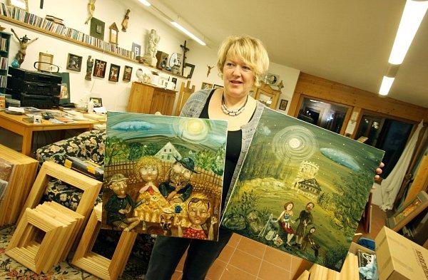 Vrománském kostele na břehu Neuchâtelského jezera má velkou výstavu Renata Štolbová. Její obrazy vlastní lidé po celém světě včetně Japonska a USA.