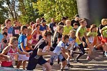 Sto padesát běžců v Týně nad Vltavou podpořilo služby pro lidi s postižením