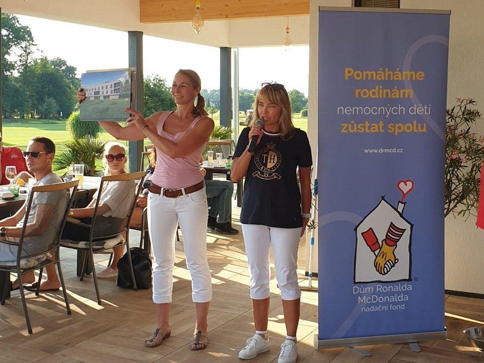 Nadační fond Dům Ronalda McDonalda nachystal sympatickou akci přímo v golfovém resortu Hluboká nad Vltavou. Golfový turnaj uspořádal provozovatel jihočeských restaurací McDonald´s Michal Mládek.
