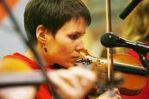 Do Konkursu Zahrady, největšího folkového festivalu v Česku, postoupilo šest Jihočechů. Je mezi nimi i kapela Lakomá Barka z Českého Krumlova, na snímku Lucie Sirová.