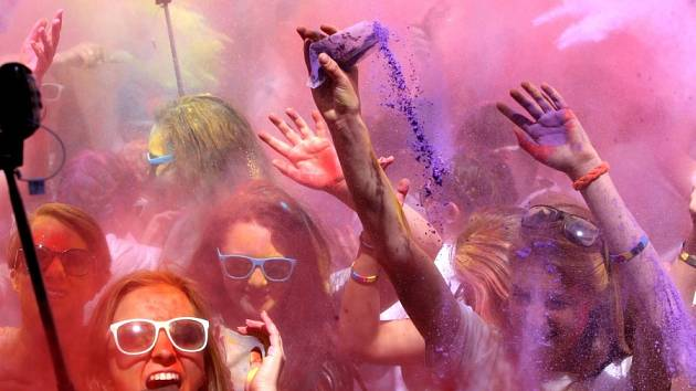 OBRAZEM: Pět barevných kilometrů si zaběhly 3 tisíce nadšenců