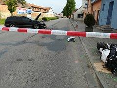 Po střetu silniční motorky s osobním autem zemřel motorkář (ročník 1982).