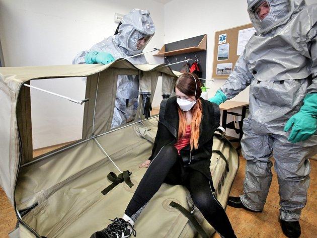 Vpřípadě, že by hrozila nákaza ebolou, byl by pacient přepraven do nemocnice na Bulovce.