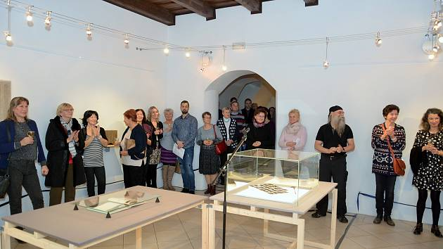 Při příležitosti kulatého výročí narození a úmrtí vltavotýnského knihaře Ladislava Hodného (1909-2000) vznikla výstava Pozoru Hodný projekt, jež je koncipována netradičním způsobem. Její vernisáž se uskutečnila v pátek.