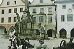 Záběr z pohádky Sedm jednou ranou na krumlovském náměstí.