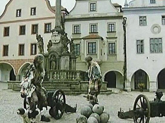 Záběr zpohádky Sedm jednou ranou na krumlovském náměstí.
