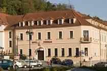 O peníze se může ucházet například i hotel. Vloni již takto z jiného evropského programu získal podporu nedávno otevřený hotel Podhrad v Hluboké nad Vltavou.