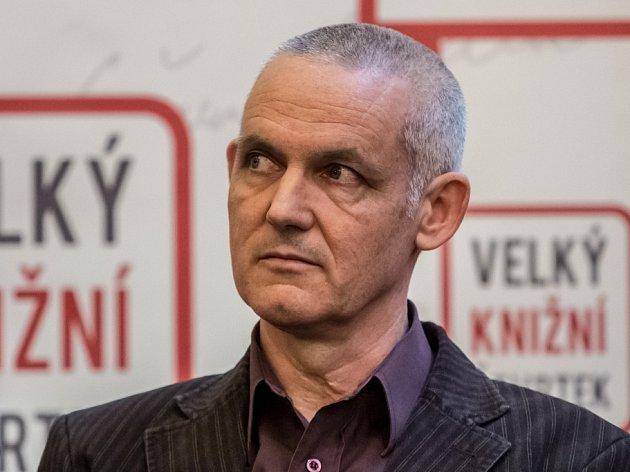 Spisovatel Jiří Hájíček představil vPraze na akci Velký knižní čtvrtek román Dešťová hůl.