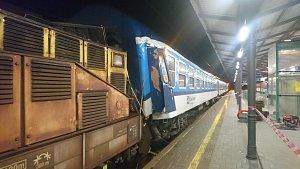 Lokomotiva najela do odstavených vagonů, škoda je tři miliony