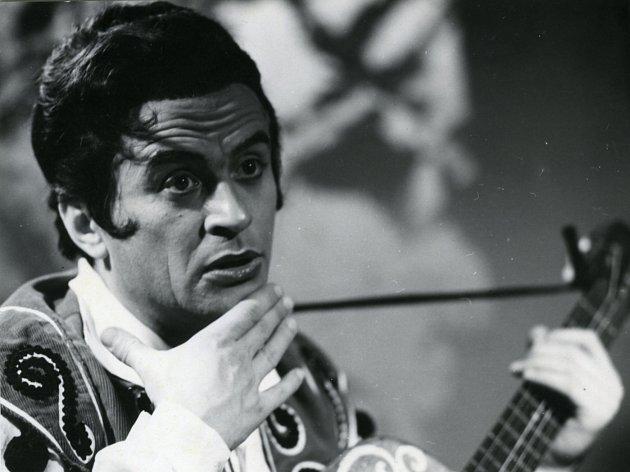Barytonista Miroslav Smyčka oslavil 11. září 90. narozeniny. Na snímku jako Figaro.