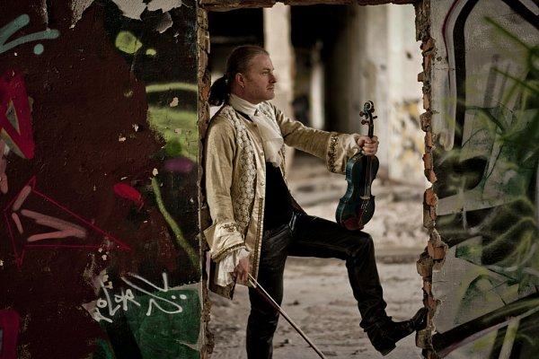 Houslista Pavel Šporcl natočil album Sonáty a partity pro sólové housle od Johanna Sebastiana Bacha.