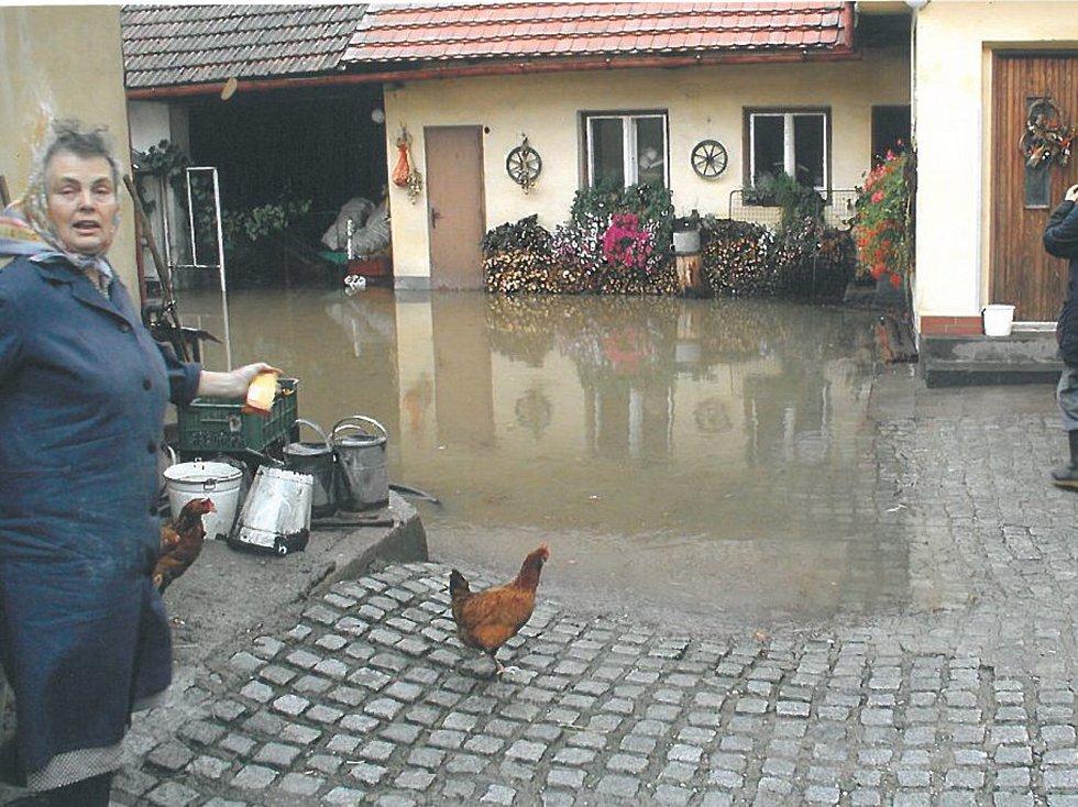 VODA  vystoupala do  dvou metrů.