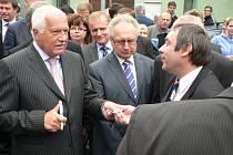 Národní dožínky na výstavě Země živitelka zahájil prezident Václav Klaus. Setkal se i s návštěvníky výstavy.